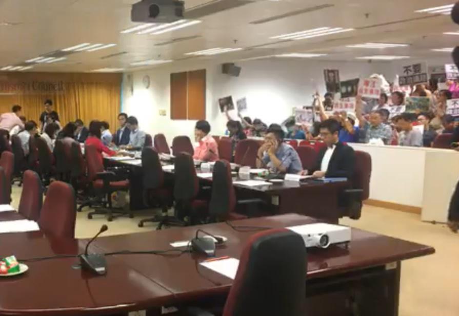 【修例风波】大埔区议会撑反抗议人士爆推撞 1人不适送院