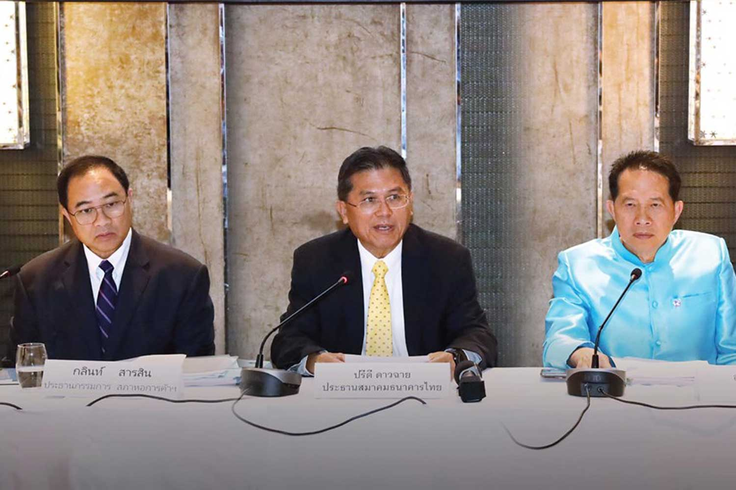 Panel urges further baht measures