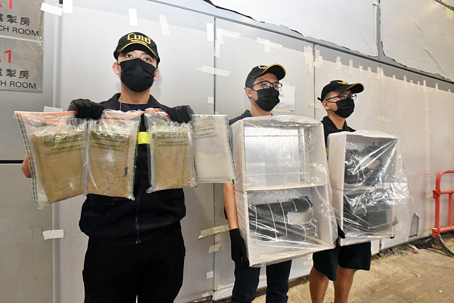 空运快件藏市值420万可卡因 海关观塘拘2怀犯