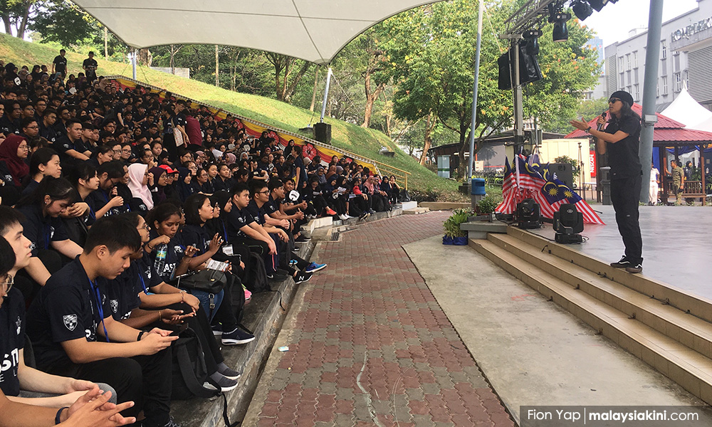 马大学生会复办迎新校内游行,疾呼终结种族主义