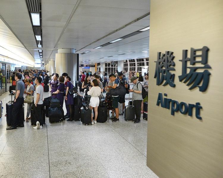 【修例风波】E缐巴士不入机场 机铁不停九龙青衣 机场一号停车场关闭