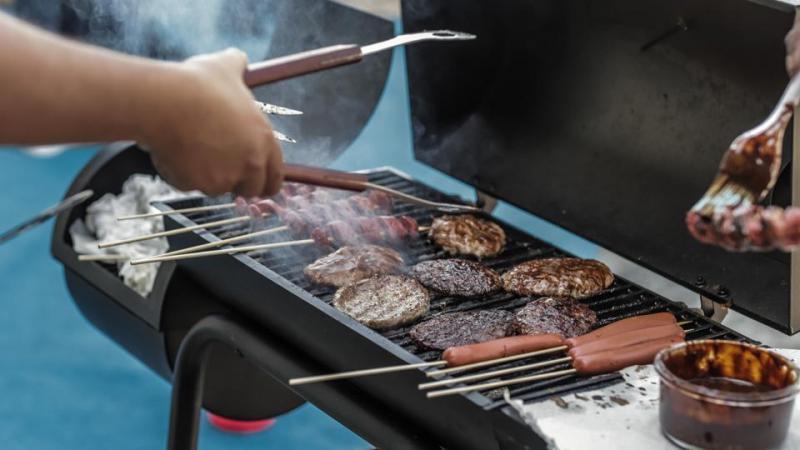 吃素女子受不了烤肉飘香的味道 , 她对邻居提告:不准你们烧烤 !