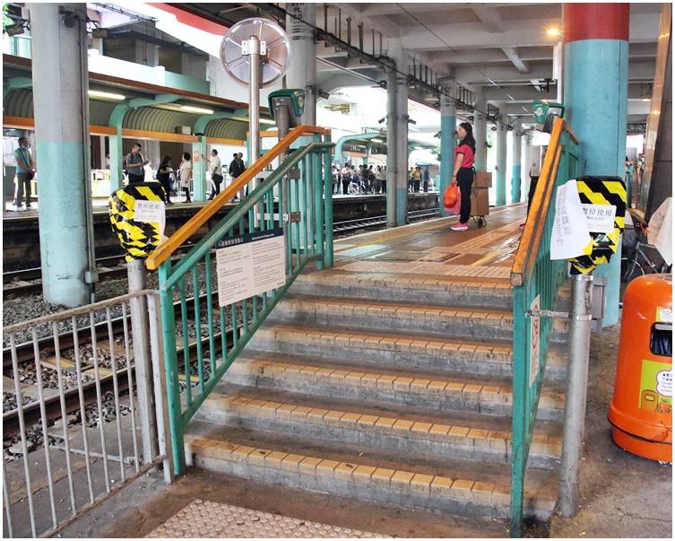 【修例风波】3男涉串谋毁轻铁站设施 官指次被告罪行严重须还押