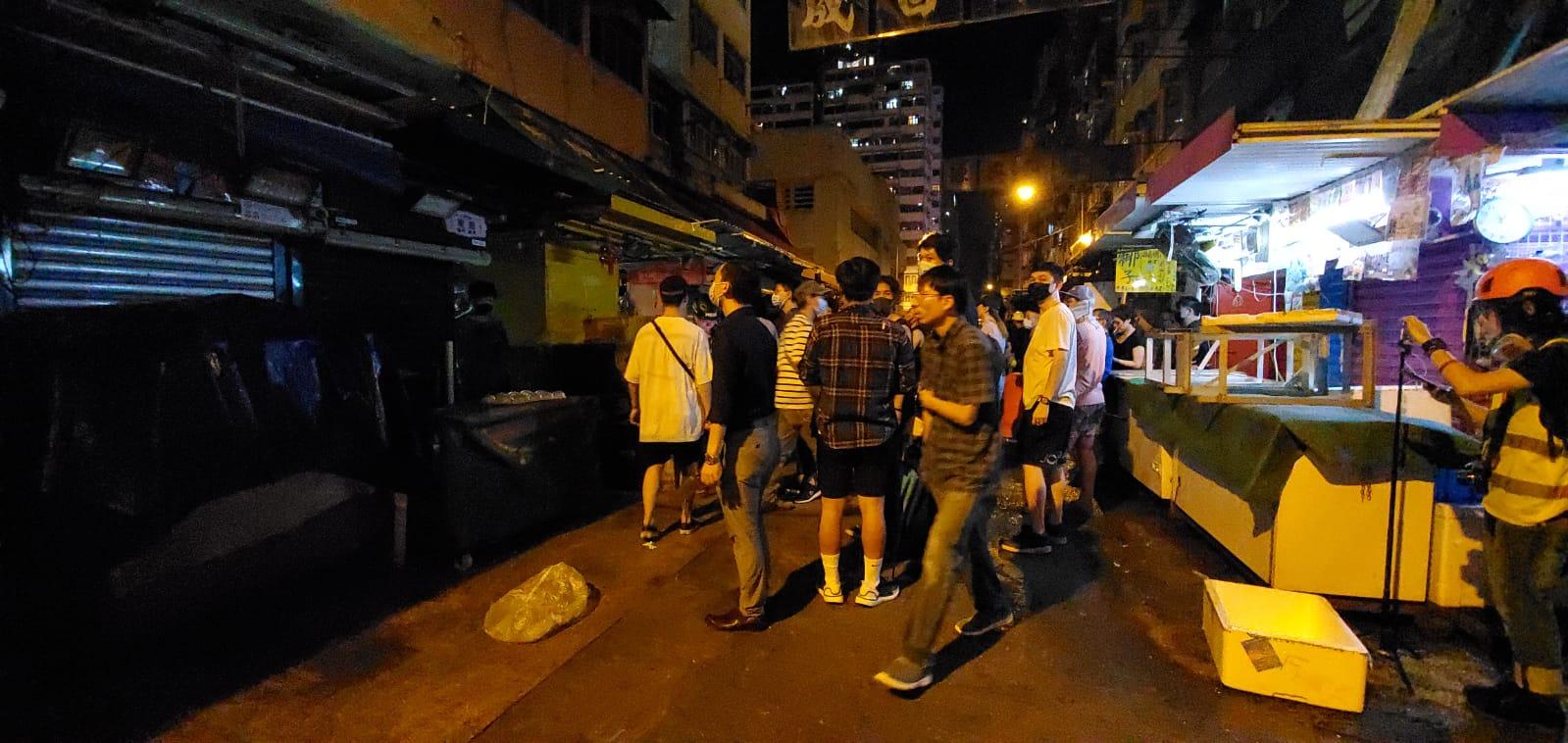 【修例风波】旺角街市附近有人疑持菜刀袭击示威者 两人受伤