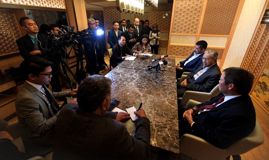 Dr M wants speedy issuance of new Samurai bonds