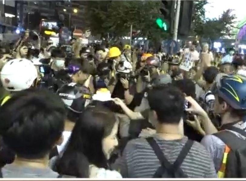 【修例风波】示威者始创中心外庆祝生日