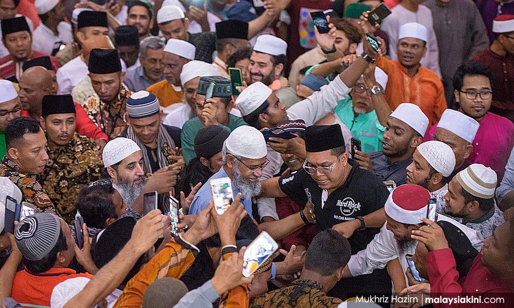 甲祈祷活动吸引两千人出席,唯扎基未公开发言