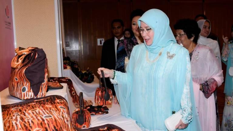 Raja Permaisuri Agong graces Piala Seri Endon batik design competition