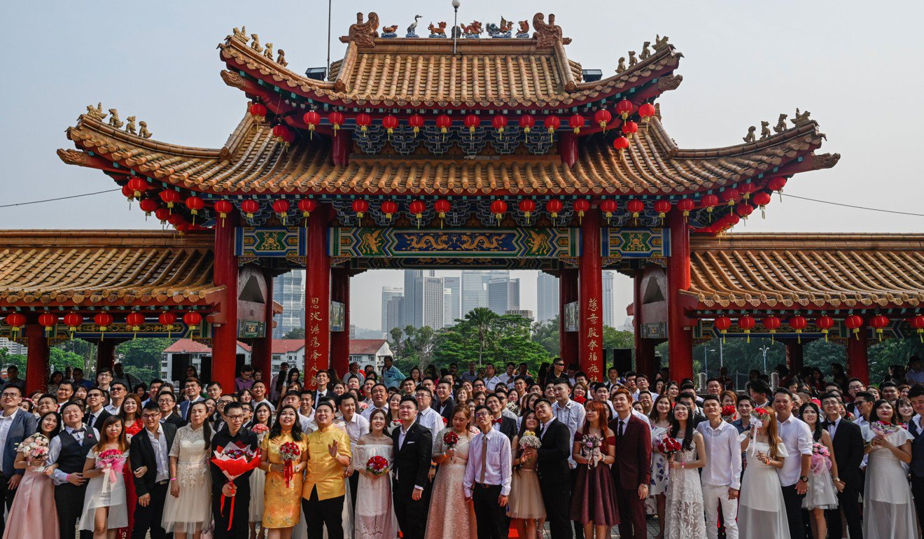 99 ethnic Chinese couples tie knot in Malaysian mass wedding on auspicious day