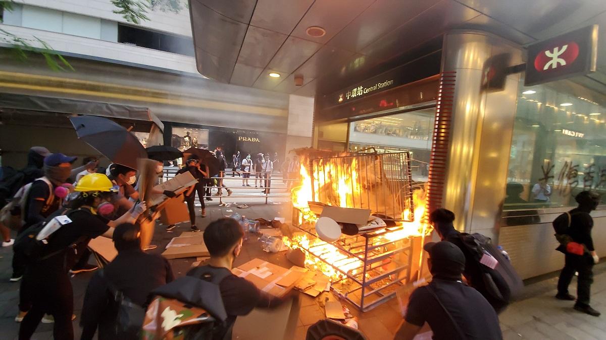 【修例风波】警方过去3日拘捕157人最细14岁 12名警员受伤