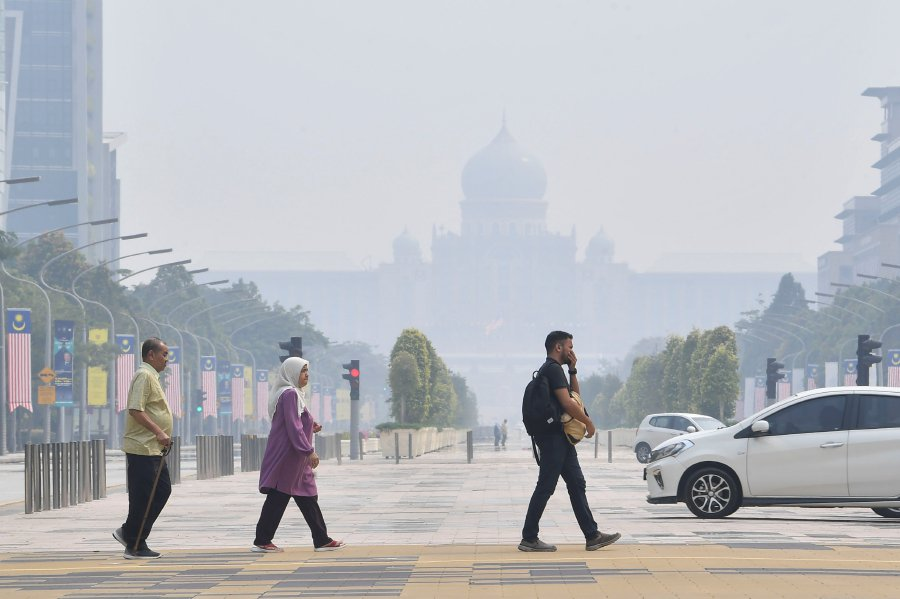 Unhealthy air quality nationwide as of 11am today