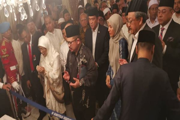 Wan Azizah attends funeral of former Indonesian President Habibie
