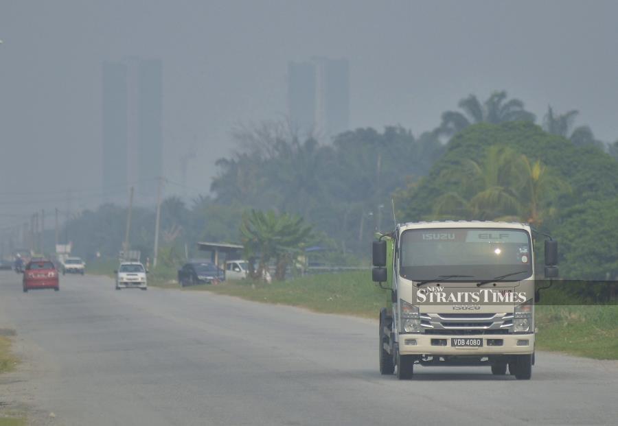 Air quality very unhealthy in Johan Setia
