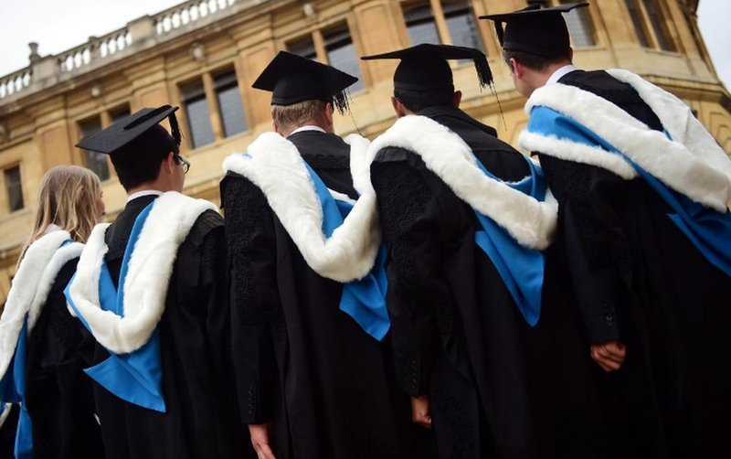 UK to allow foreign students to stay for 2 years after graduation