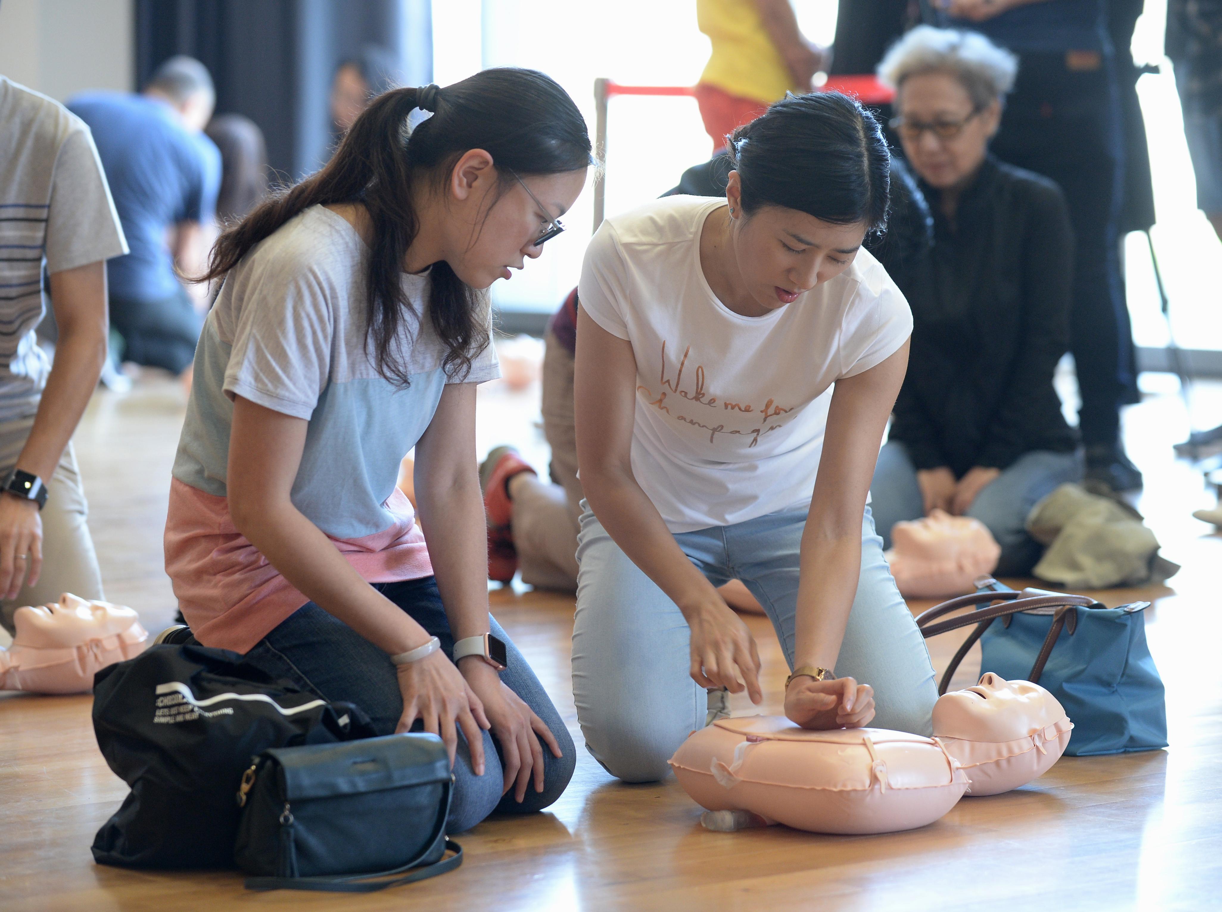 逾千名学生完成心肺復甦训练课程 东北扶轮社助中四五生免费受训