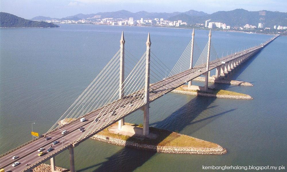 Amid suicide cases, gov't mulls loudspeakers on Penang bridge