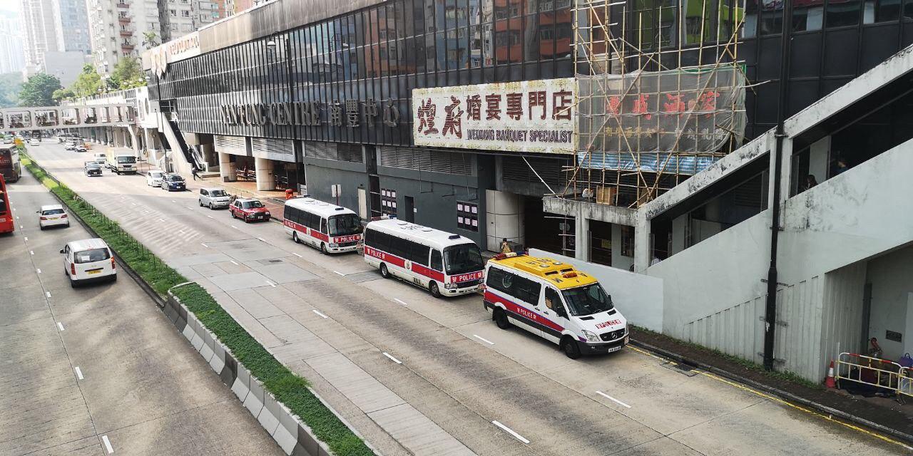 【修例风波】荃湾传出蓝衣人聚集 大批警车及警员戒备