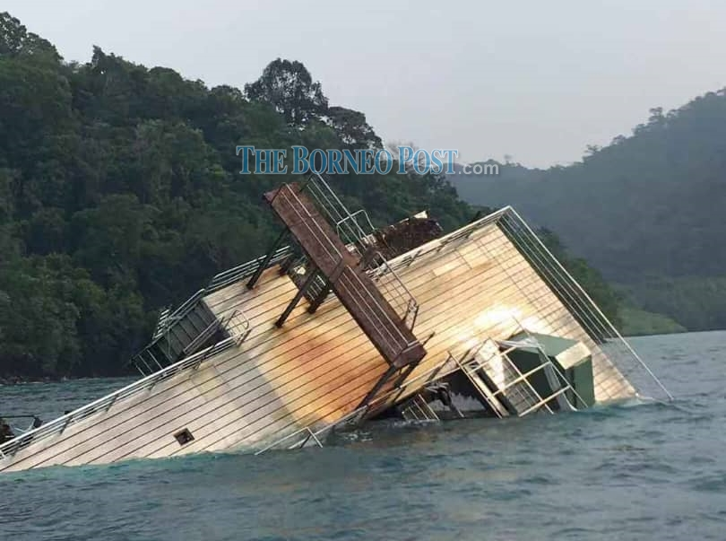 Pontoon in Kota Kinabalu sinks after being hit by bad weather
