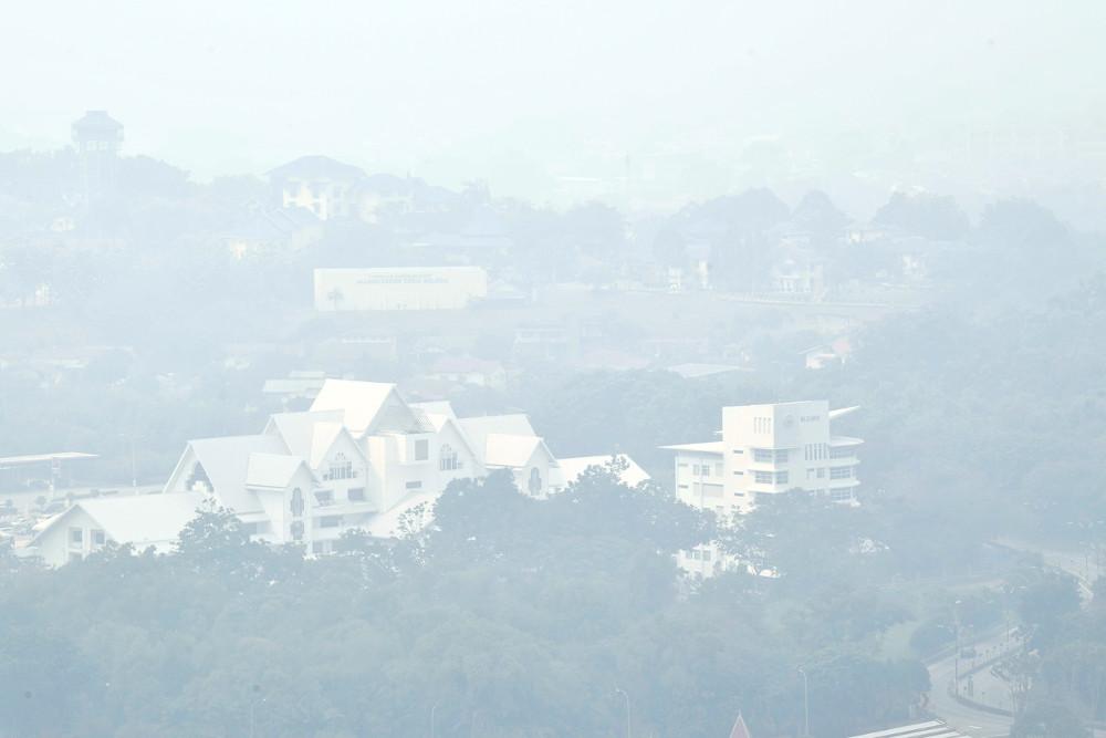 Haze: People in Melaka limit outdoor activities