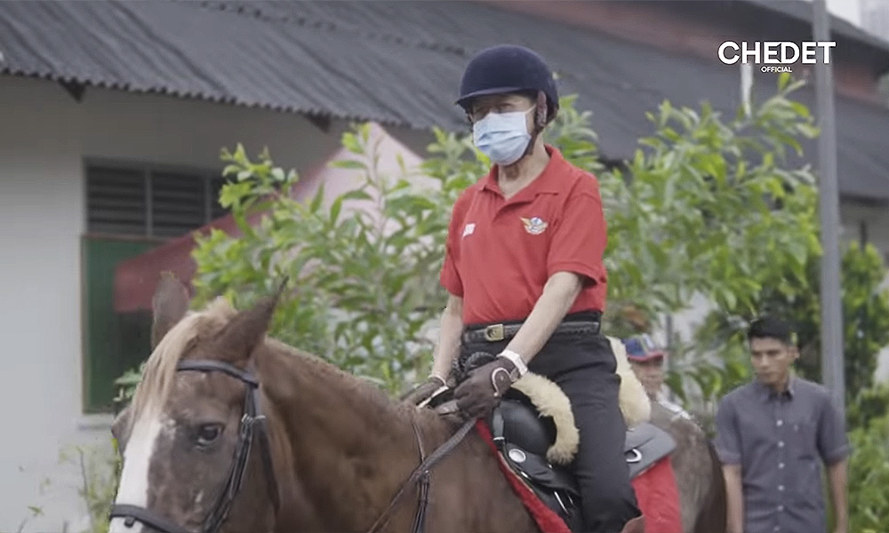 Dr M goes horseback riding after drizzle offers respite from haze