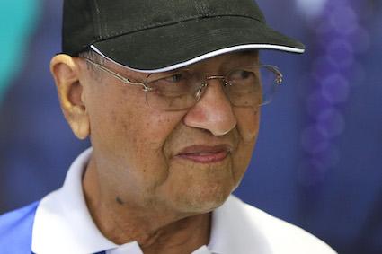 Dr Mahathir whacks PAS for cooperating with 'kafir' Umno