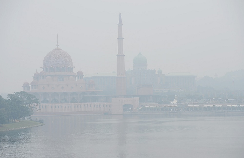 25 schools in Putrajaya will be closed tomorrow if API reading exceeds 200, says FT Education Dept