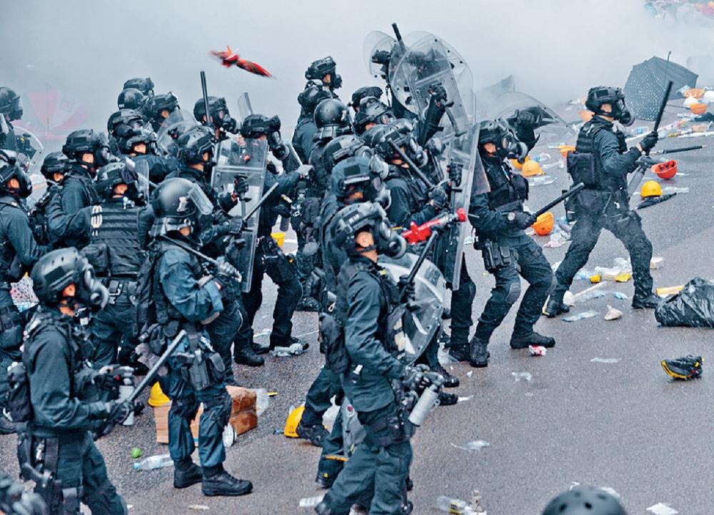 【修例风波】 警:试行速龙小队头盔印编号 休班警用警棍需匯报