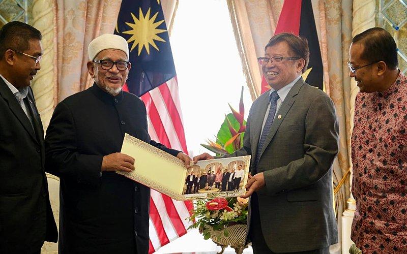 After formal ceasefire with Umno, Hadi meets Sarawak CM