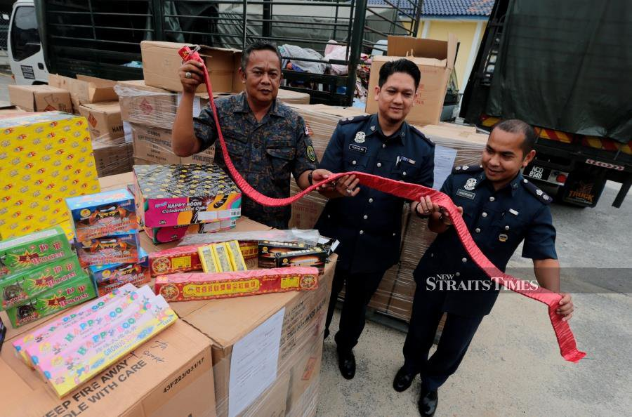 Smugglers begin to bring in firecrackers for New Year celebrations