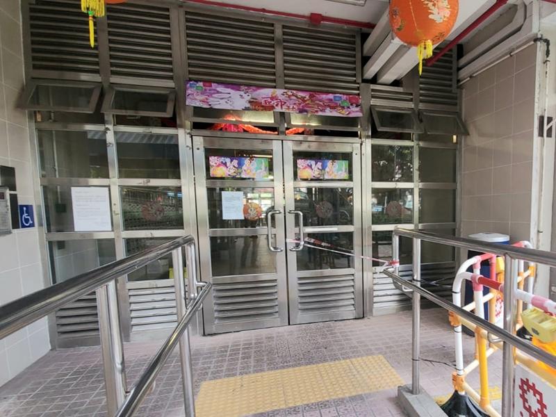 彩云邨玻璃门遭砸烂 警方追缉四南亚男女