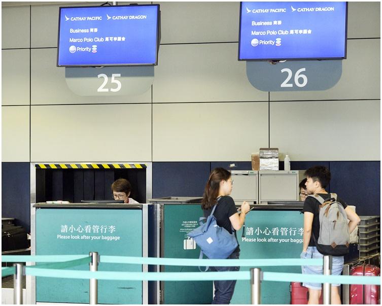 【修例风波】传国泰再解僱多10人 港龙空姐删批警贴文仍被炒
