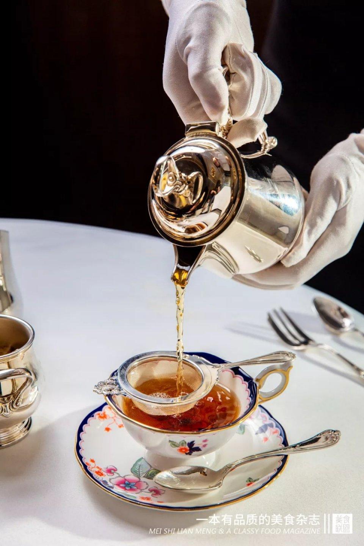 最美正统英式下午茶,要用70W的餐具来装!?