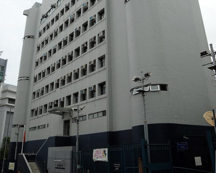 柴湾夫妇遭铁剷指吓 警拘45岁躁汉