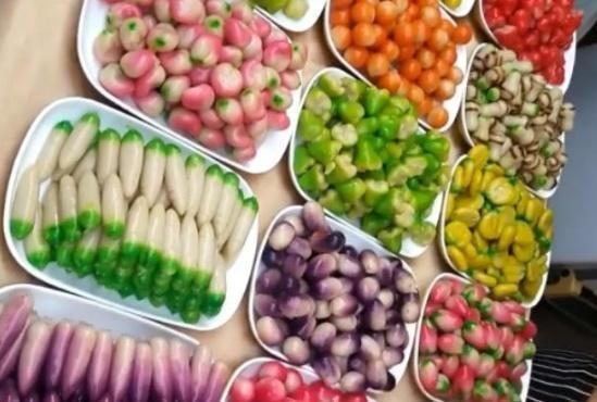 """泰国街头卖""""稀罕水果""""1斤80元,近看内有""""玄机""""你会买来吃吗"""