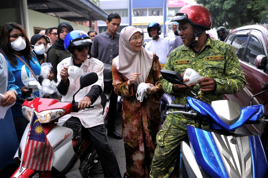 Wan Azizah: 60 per cent plantation, forest fires in Sri Aman doused