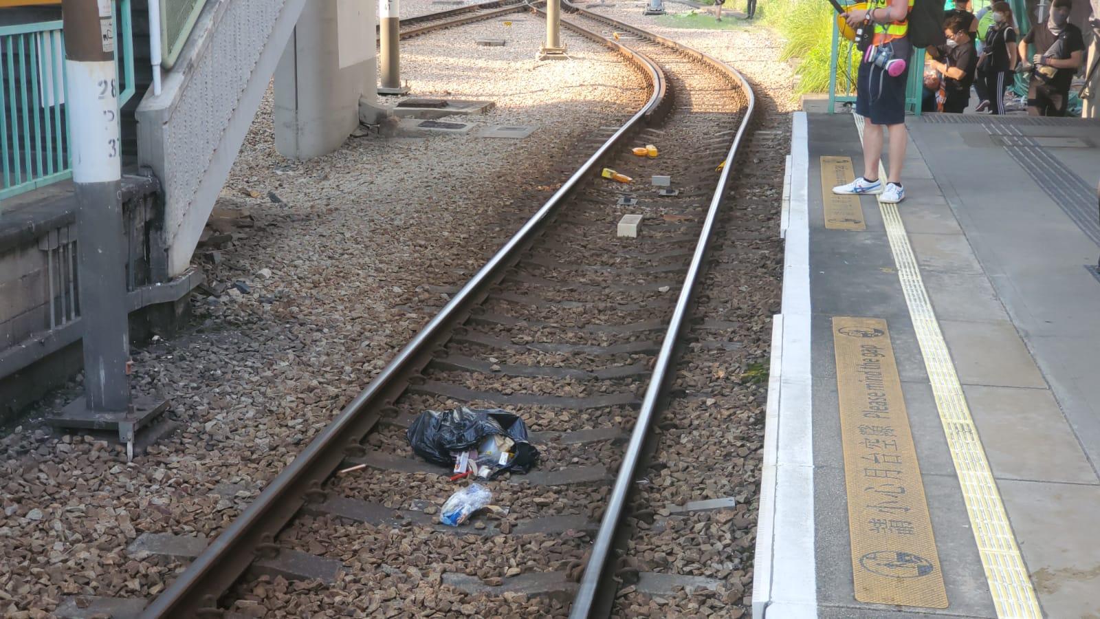 【修例风波】港铁:应警方要求 即时停止屯门区轻铁及港铁巴士