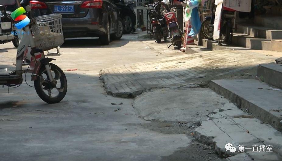 商铺门口筑斜坡被拆 店家质疑城管择性执法