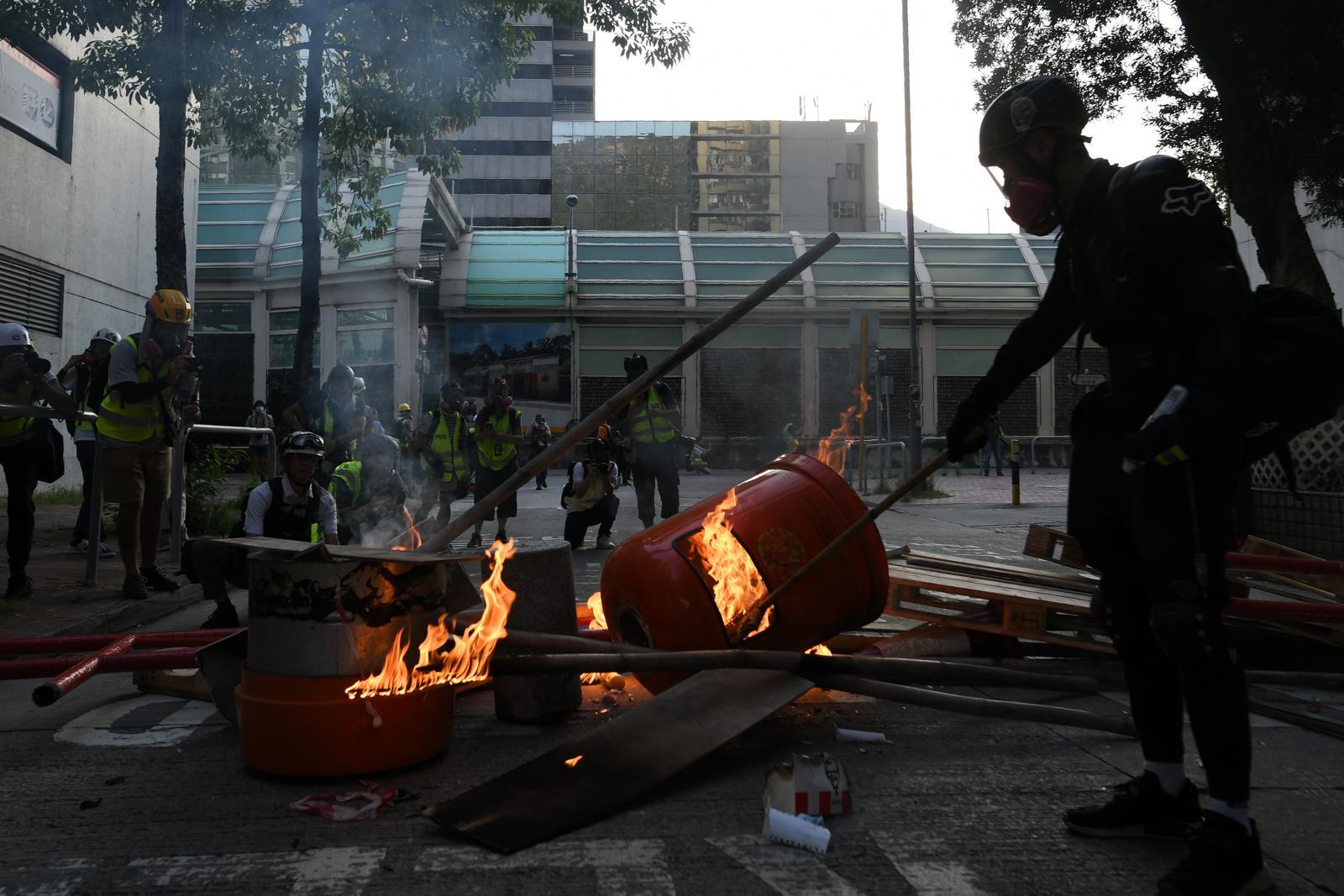 【修例风波】政府强烈谴责暴力及破坏行为 指有人试图抢枪