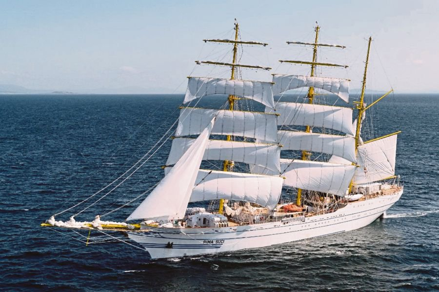 Spectacular naval sail ship comes a-calling