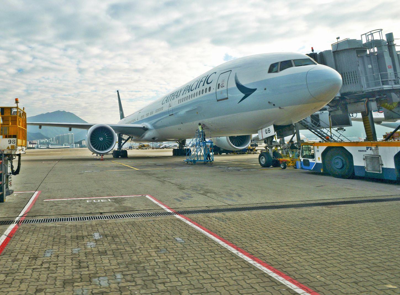 国泰港龙航班再有氧气樽被排气 两机舱服务员被解僱