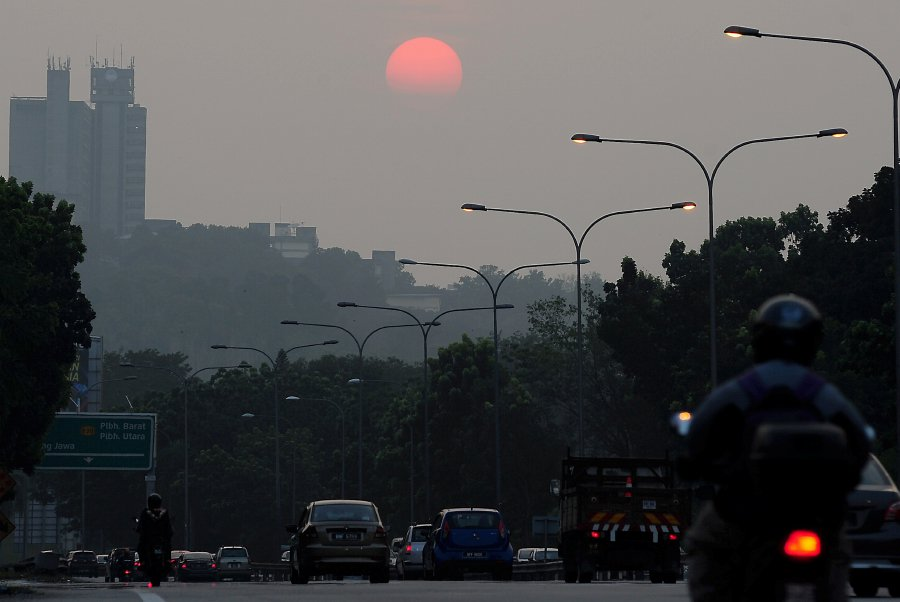 Haze eases nationwide, but Klang Valley air still 'unhealthy'