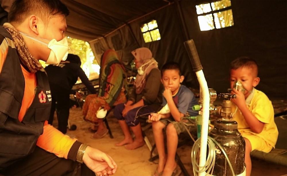 Malaysian students in Pekanbaru, Jambi to fly home tomorrow, says national disaster agency