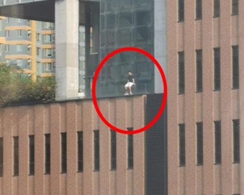 男子危站理大大楼外 消防救回送院