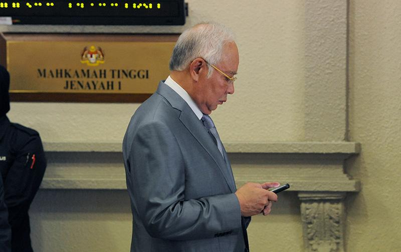 Najib endorses RM216,000 remuneration for himself at 1MDB, witness says