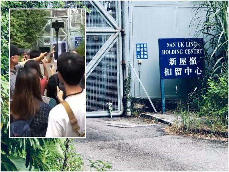 【修例风波】新屋岭拘留中心外「银髮族」聚集 警员在中心外戒备