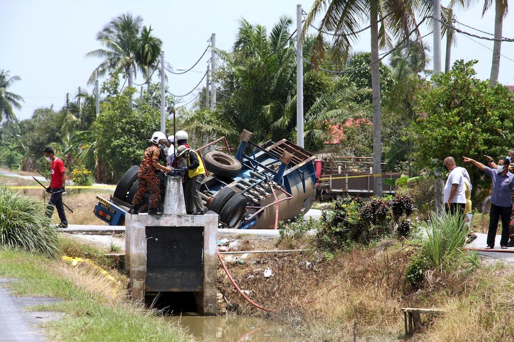 Perak Fire Dept: Overturned chemical-laden tanker near Bagan Serai relocated yesterday