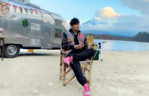 """Jay Chou Brings Friends to Travel with Him for """"J-Style Trip"""""""