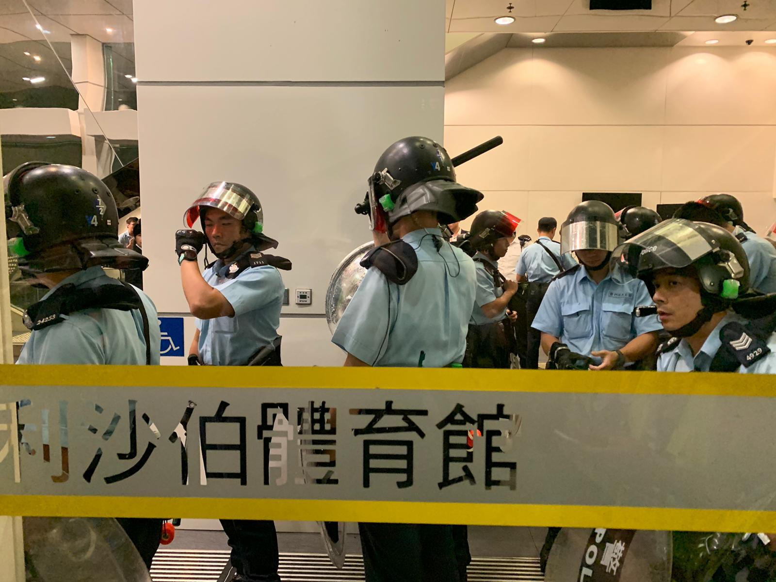 【对话会】警方警告湾仔伊馆一带示威者停止违法行为