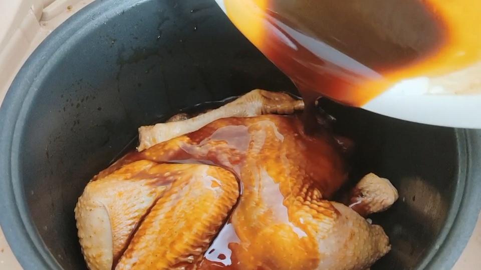 电饭锅烤鸡,这样出来的无水无油,香嫩可口,比外面的烧鸡还好吃