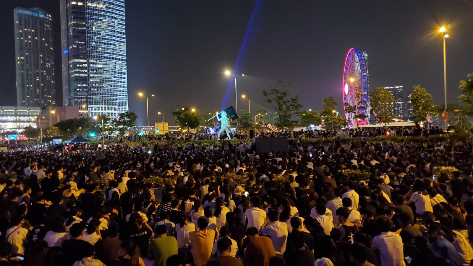 【修例风波】中环亮「手机灯海」关注新屋岭 大会:5万人参与